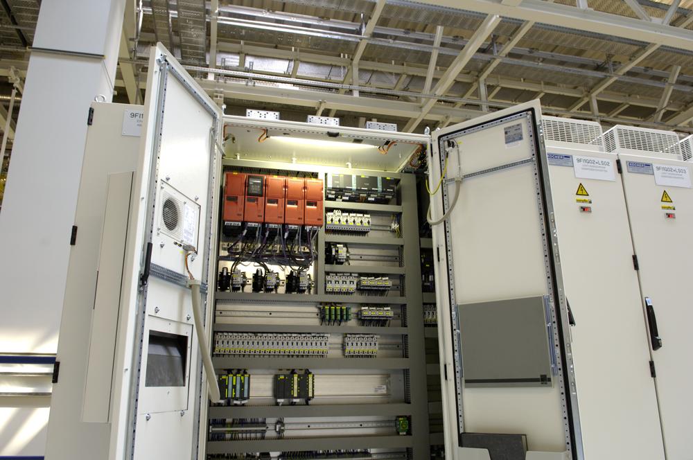 Armoires électriques et composants électriques